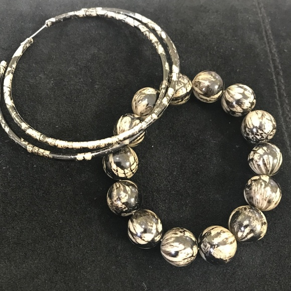 Black and grey beaded bracelet and matching hoop